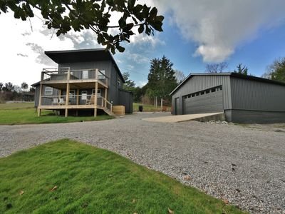 Secluded Scandinavian Style Cabin/11 private acres/ View/Hot Tub/Game Room