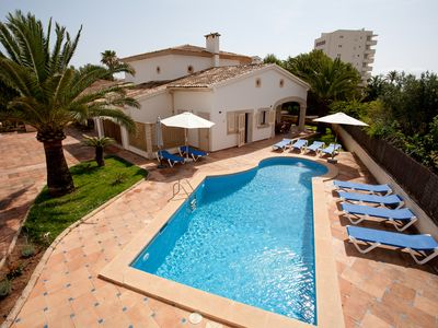 Photo for Comfortable villa near the beach and centrally located in a quiet area.
