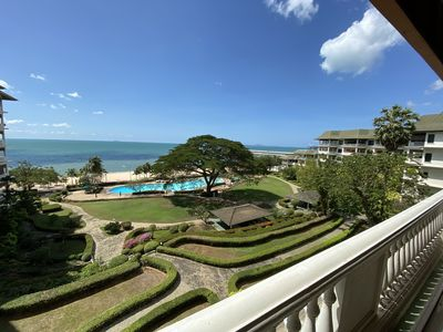 Photo for 210sqm Beachfront Luxury just 15 mins from City