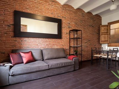 Photo for Sagrada Familia P2 apartment in Eixample Dreta with WiFi, air conditioning, balcony & lift.