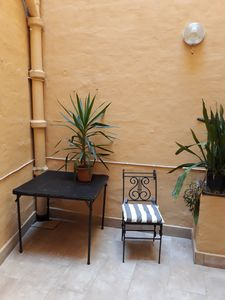 Photo for Central 1 bedroom town house with yard In Vittoriosa