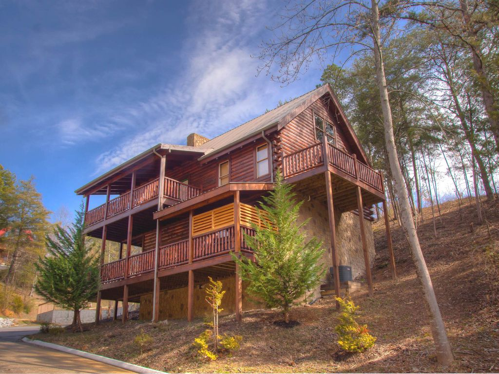 Luxury 2 King Bedroom Suite Cabin In Terrific Location Very Competitive Rates Pigeon Forge