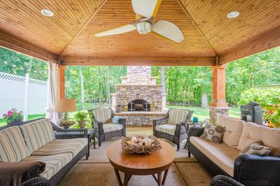 Come relax in this beautiful creekside outdoor space.