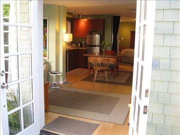 Pacific Heights, quiet, newly remodeled garden apartment