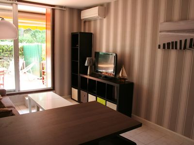 Photo for T2, separate bedroom, terrace, 7 min sea, private parking. Clim.