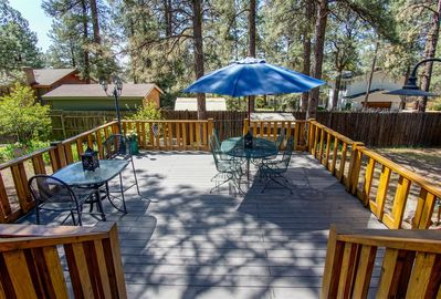 Beautiful & Spacious Two-Level Deck