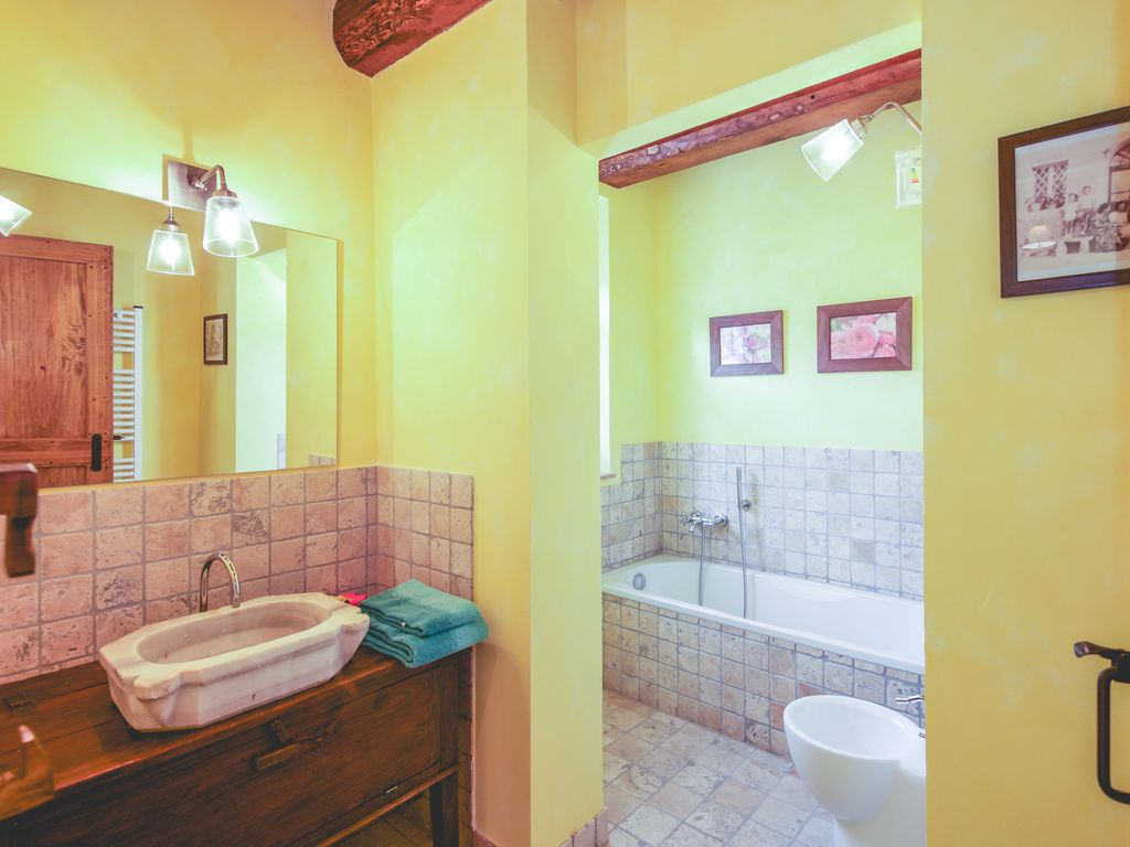 3 bedroom tuscan house with swimming pool lajatico for 6 bedroom house with swimming pool for sale