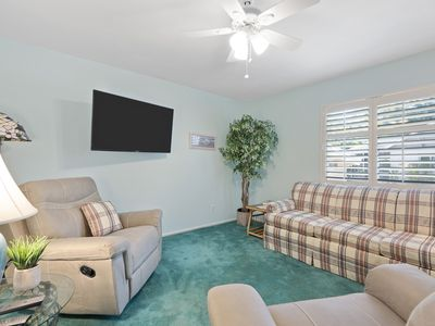 Photo for Sanibel Shores A1, 2 bed/2 bath cottage,Beach equipment, towels,cart provided