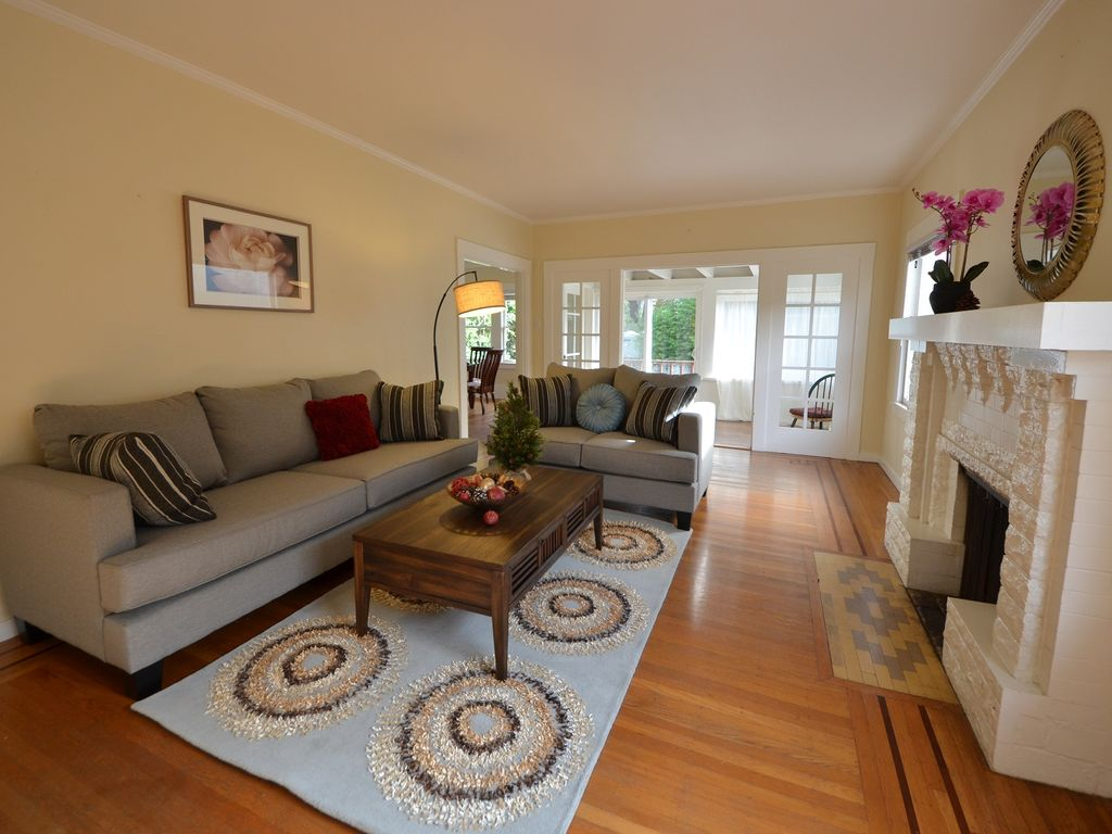 Gorgeous Newly Furnished Craftsman House in Prestigious Alameda East Side