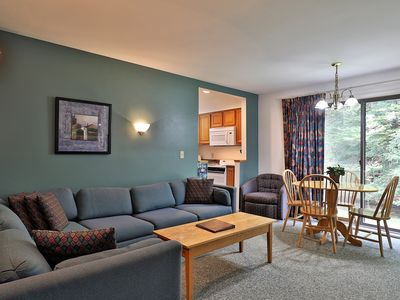Photo for Deluxe 2 Room Queen Suite on the 1st floor with heated pool