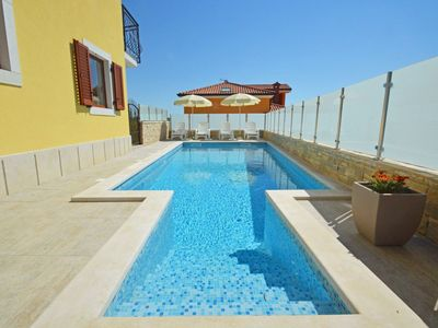 Photo for Lovely apartment for 6 guests with pool, A/C, WIFI, TV and parking