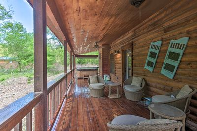 With a furnished deck, this Beaver's Bed Village is sure to impress!