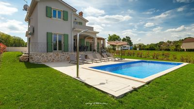 Photo for Charming family villa with pool in Central Istria