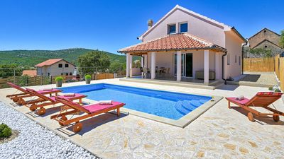 Photo for Villa near the sea and with a private pool