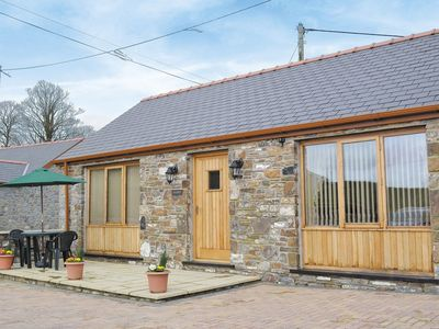Photo for 1 bedroom property in Laugharne and Llansteffan. Pet friendly.