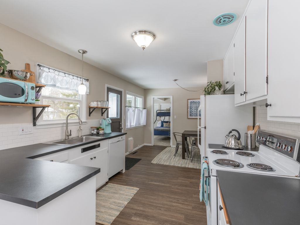 Great location, well stocked and comfy! Dog friendly South Hill