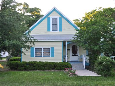 Historic Island Cottage - all modern amenities, walk to Shop & Dine downtown