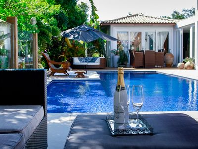 Photo for Spectacular mansion in Manguinhos a few meters from the beach