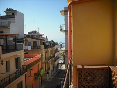 Photo for Apartment in the center of Pozzallo with Air conditioning, Balcony, Washing machine (1010010)