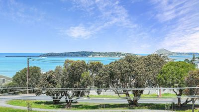 Relax on the front deck with panoramic views Ocean, Granite Island,Encounter Bay