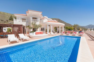 Villa Monaco private heated pool & huge 750m2 terrace to enjoy the views