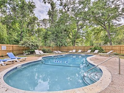 Photo for NEW! Hilton Head Studio Apt - 1.5 Miles to Beach!