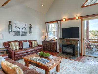 Photo for Ski-in, ski-out townhome near Moonlight Lodge with hot tub and spectacular mountain views