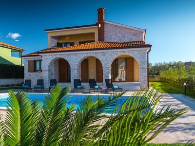 Photo for Amazing villa with private pool 5 km from the sea