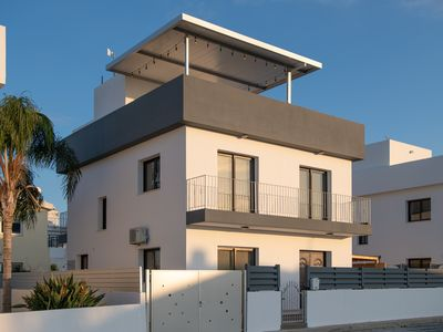 Photo for Villa 175 square meters with private swimming pool and free private parking.