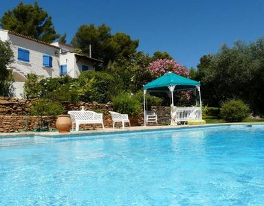 Photo for Var - Maisonette 2-4 people, with pool, in the authentic Var countryside, near the Little cottage in authentic sea Var countryside near Bandol