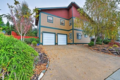 Let this charming Brookings house serve as the perfect homebase in Oregon !