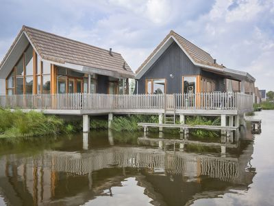 Photo for 12-person water residence in the holiday park Landal De Reeuwijkse Plassen - on the coast/the beach