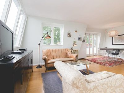Photo for Stylish 2 Bed w/Private Roof Terrace in Canonbury