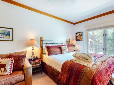 Photo for Skier's studio with shared pools & hot tub, mountain view, free WiFi - near lift