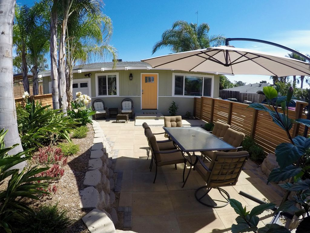 Good Encinitas House Rental   Lush Front Patio With Seating.
