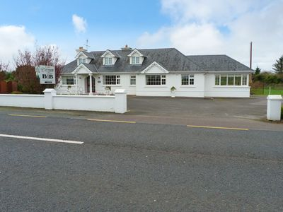 Photo for Detached Bungalow for 10