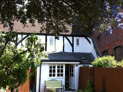 Photo for THIMBLE COTTAGE, romantic, with a garden in Salisbury, Ref 988971