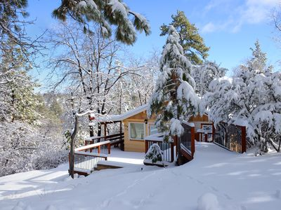 Photo for Romantic cabin getaway, great outdoor setting, BBQ, WiFi, Smart TV, full kitchen