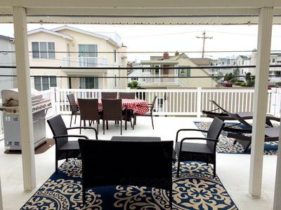 Extra large 600 sq ft deck with loungers & a conversation set to soak in the sun
