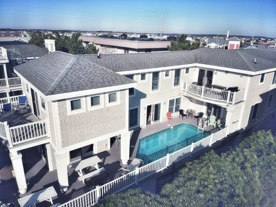 This is a huge home. 8 separate get away areas besides BRs and living areas.