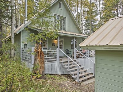 Quaint Cloudcroft Cabin w/ Stunning Forest Views!