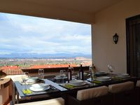 This is a comfortable 3BR 2BA apartment with a fabulous view overlooking Logrono.