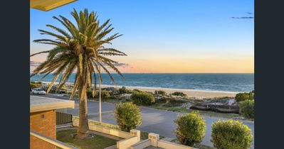Photo for Tennyson Beachfront Unit 4