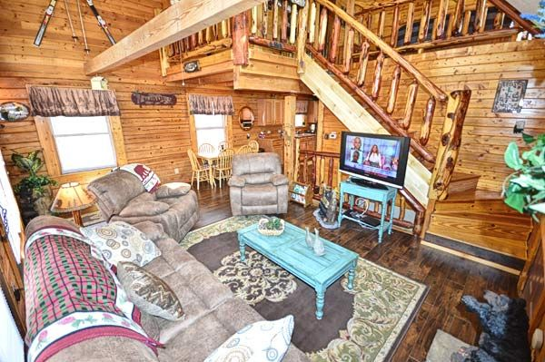 Property Image#2 Bear Mountain Hideaway Cabin In Pigeon Forge With Pool  Table, Hot