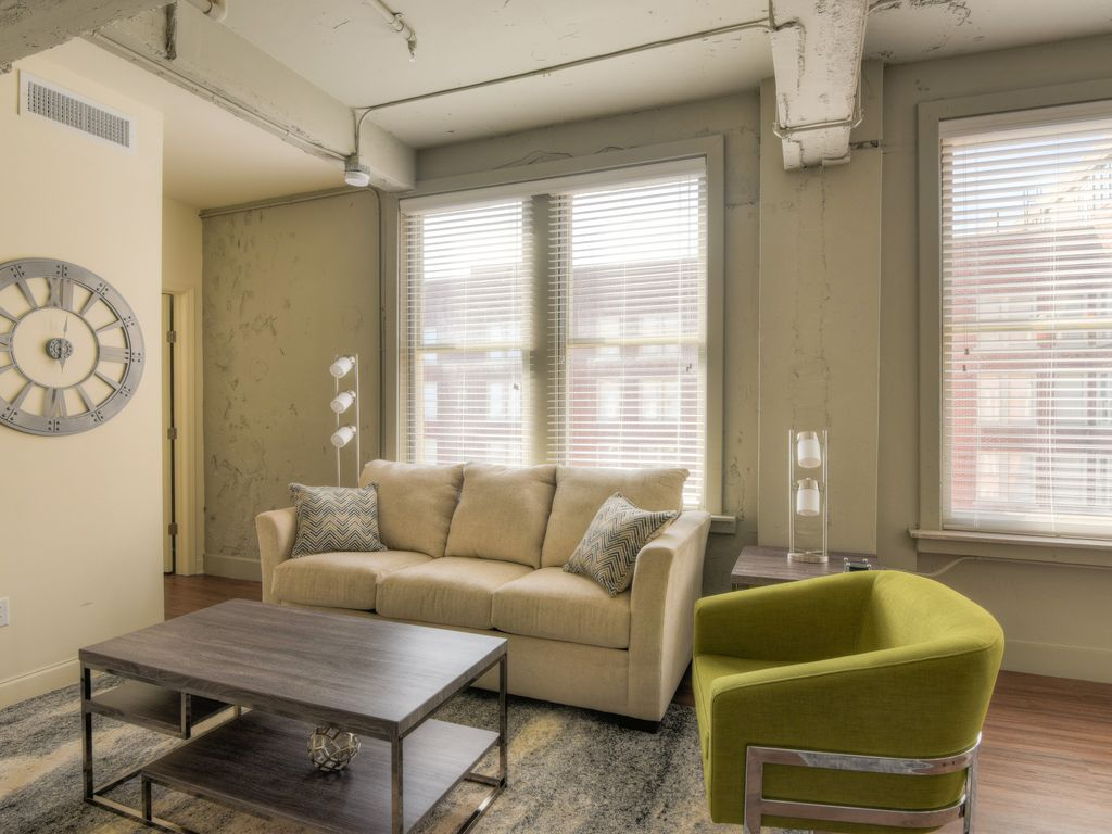 Amazing 2 Bedroom Apartment At The Chisca Memphis Tennessee Rentals And
