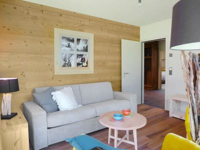 Photo for 3 bedroom Apartment, sleeps 8 with FREE WiFi and Walk to Shops