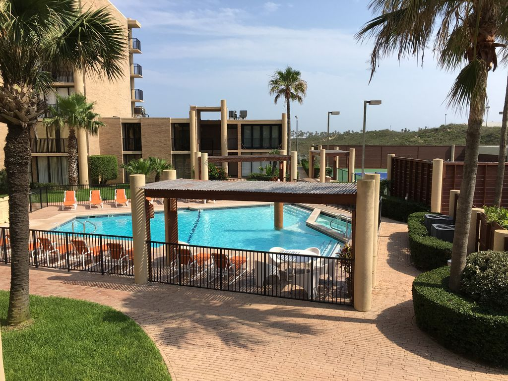 New Listing Beachfront 3 Bedroom Condo Nestled Between Schlitterbahn Water Parks South Padre