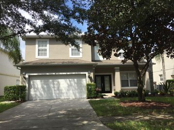Spacious 6 Bedroom/4.5 bath home in Gated Community 3.0 Miles from Disney