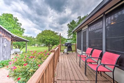 Plan your Tennessee retreat to this Cottontown 3-bed, 2-bath vacation rental!