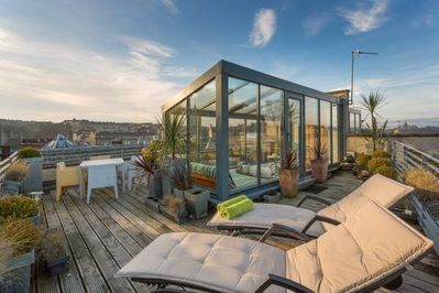 City Centre, Stunning Roof Terrace, Garden Room, Gas BBQ, City Skyline Views.